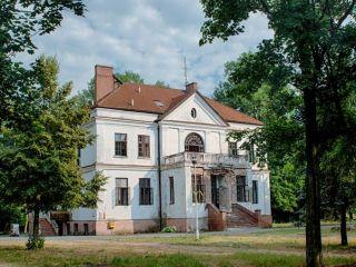 Neoklasycystyczny pałac w Gawłowie. Zdjęcie Daniel Bidiuk.