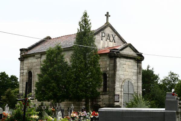 Kaplica grobowa rodziny Ponińskich na cmentarzu komunalnym Horyniec Zdrój