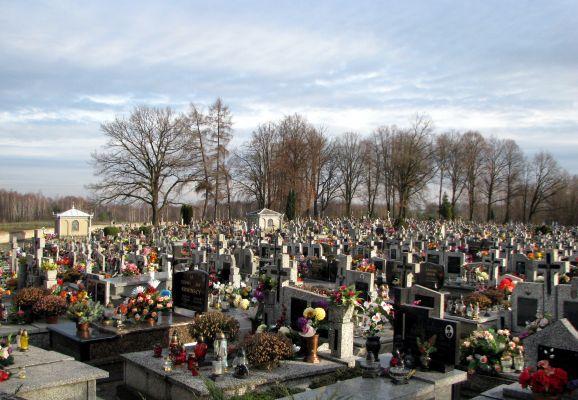 Cmentarz parafialny Wiązownica Kolonia 2012 01