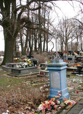 Cmentarz parafialny Wiązownica Kolonia 2012 04