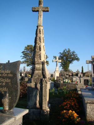 Pomnik nagrobny na cmentarzu w Obrazowie