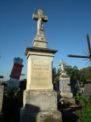 Cmentarz w Ożarowie 1
