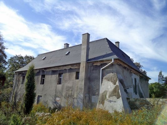 Dawny dwór z XVIII wieku (BUCHMANN)