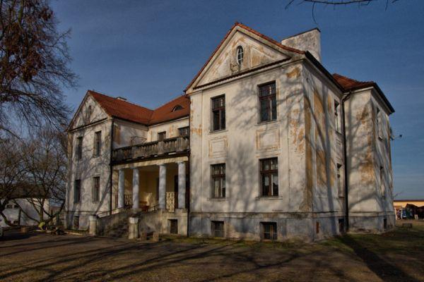 Młodzikowo Dwór Tadeusza Błociszewskiego