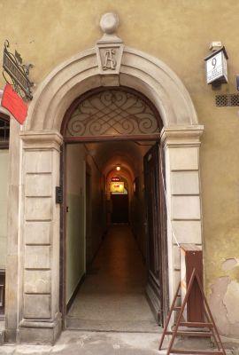 Kamienica Świętojańska 9 wejście