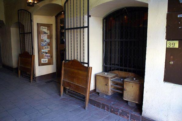 Kamieniczka przy K. Wielkiego 39 Kafejka w bramie fot BMaliszewska