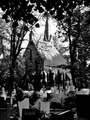 Cmentarz Mater Dolorosa - kaplica cmentarna bw