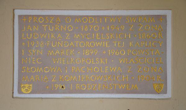 Zesp. pałacowy w Słomowie - kościół - tablica Turnów
