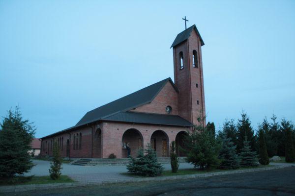 Kaczory, kościół św. Andrzeja Boboli