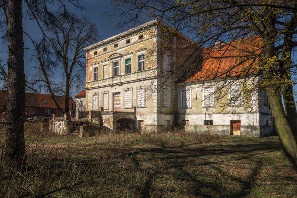 SM Obiszów Pałac (2) 2016 ID 596705