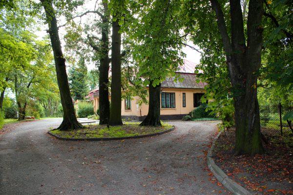 Zespól dworski (park)w Płowcach1 N. Chylińska