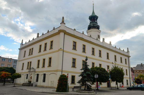 Sulechów, Ratusz, widok od ul. Łukasiewicza