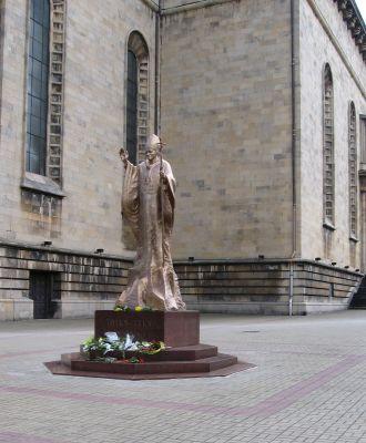 JPII-pomnik Katowice