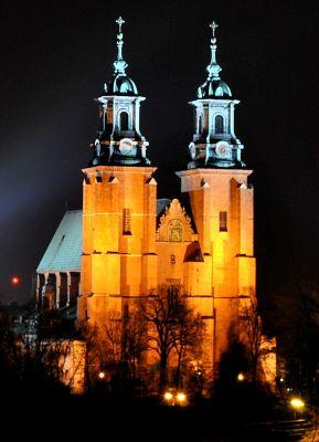 Katedra Gnieźnieńska nocą