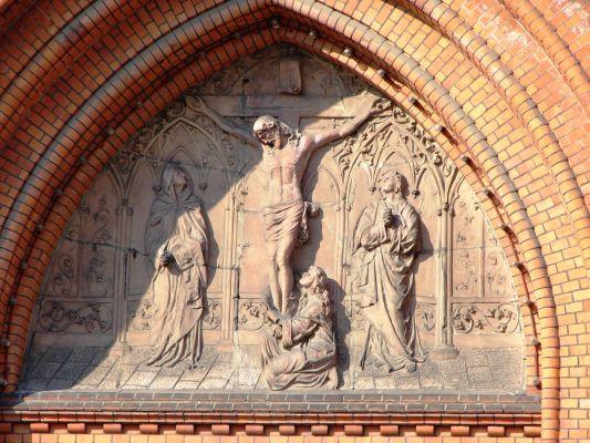 Płaskorzeźba nad głównym wejściem Bazyliki Mniejszej w Białymstoku