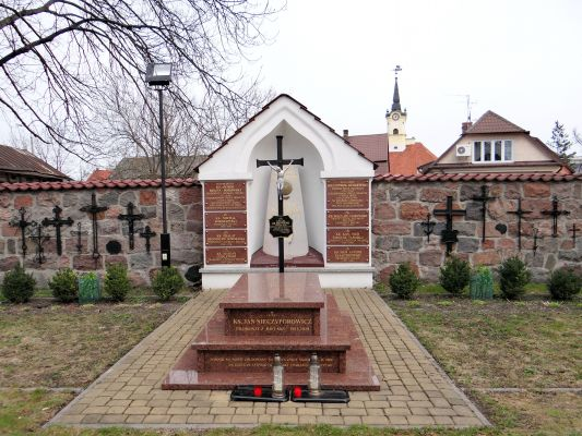 Cemetery in the courtyard of Basilica of the Nativity of St. Mary and St. Nicholas in Bielsk - 03