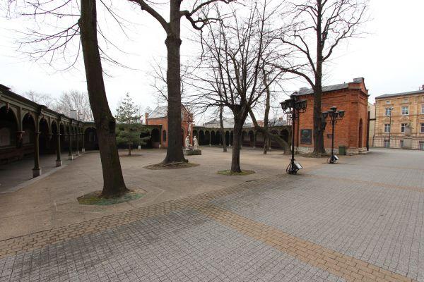 Rajski Plac przy bazylice piekarskiej