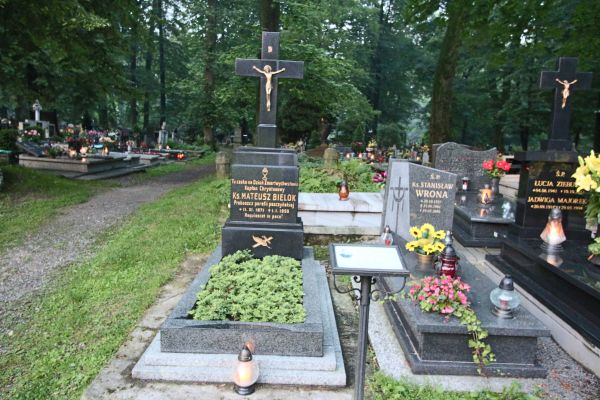 Grób ks. Mateusza Bieloka (1871-1950)  w Pszczynie (św. Jadwiga)