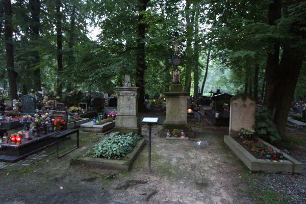 Grób ks. Ernsta Kosmeli (1803-1879)  w Pszczynie (św. Jadwiga)