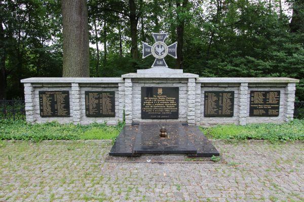 Pomnik na cmentarzu pod Trzema Dębami w Pszczynie
