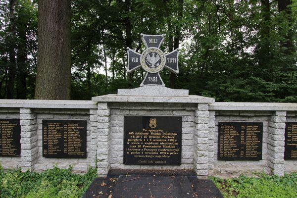 Pomnik na cmentarzu pod Trzema Dębami w Pszczynie - część środkowa