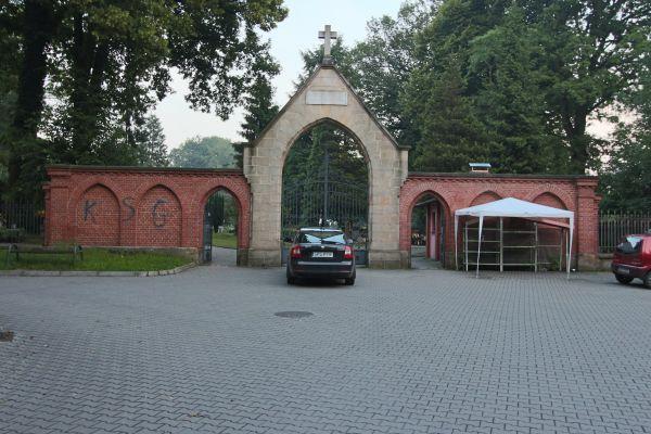 Brama cmentarza Wszystkich Świętych w Pszczynie