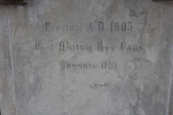 Napis na rzeźbie na cmentarzu Wszystkich Świętych w Pszczynie