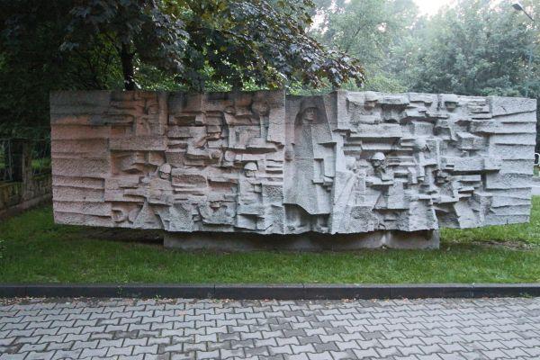 Cmentarz Żołnierzy Radzieckich w Pszczynie - tablica po prawej