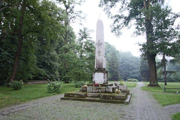 Cmentarz Żołnierzy Radzieckich w Pszczynie - pomnik na cmentarzu