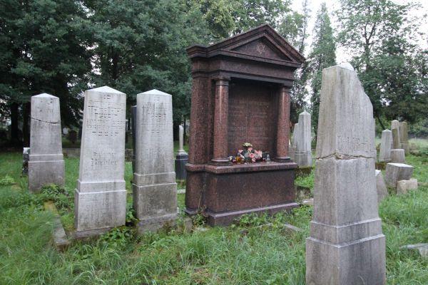 Kirkut w Pszczynie - grobowiec rodziny Simon