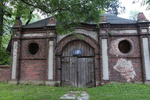 Dom pogrzebowy na cmentarzu żydowskim w Pszczynie - front