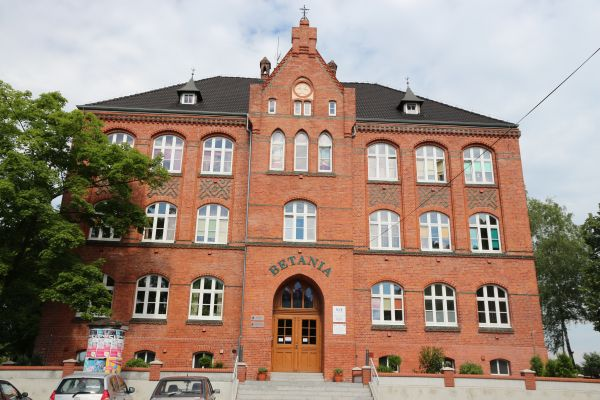 Szkoła parafialna, ob. hospicjum Betania - Opole - Nowa Wieś Królewska