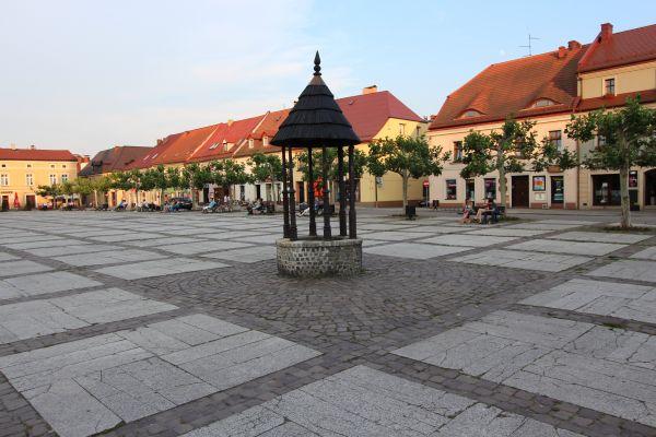 Studnia i południowo-wschodnia cześć rynku w Pszczynie