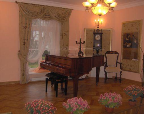 Piano in Szafarnia Manor Hause2
