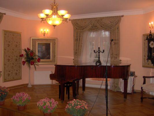 Piano in Szafarnia Manor Hause