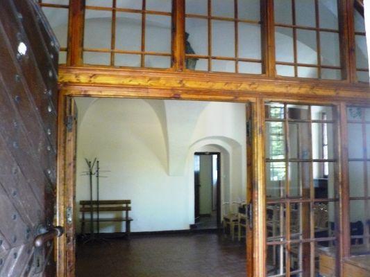 Grocholin, dwór obronny, ob. zajazd - wnętrze a