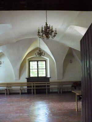 Grocholin, dwór obronny, ob. zajazd - wnętrze ad