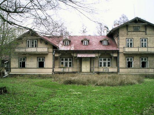 Court in Rzucowie - 01