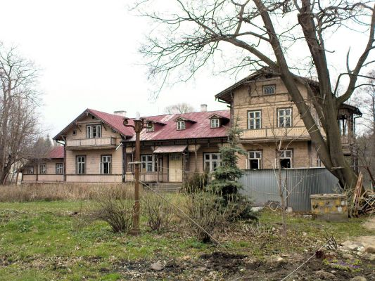 Court in Rzucowie - 02