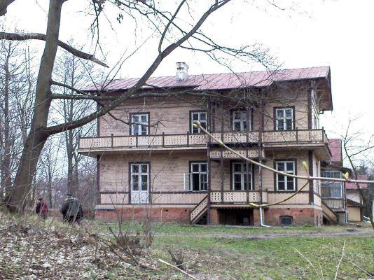 Court in Rzucowie - 03
