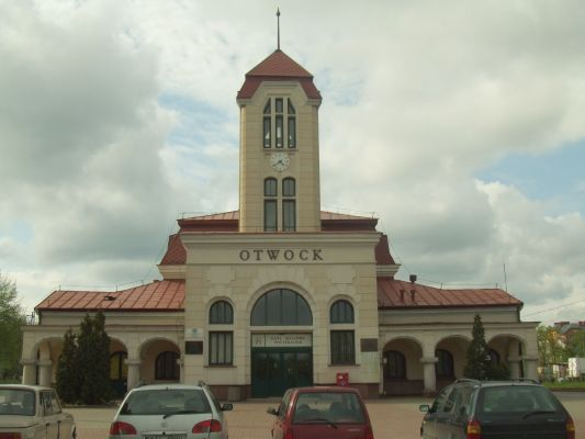 Dworzec kolejowy w Otwocku - przód - 1
