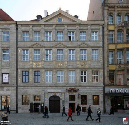Wrocław, Kamienica Pod Złotym Pucharem - fotopolska.eu (293792)