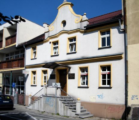 Opole, front domu przy ul. Malczewskiego 4. sienio