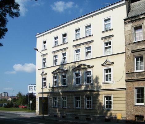OPOLE kamienica -dom mieszkalny na ul Spychalskiego 32. sienio