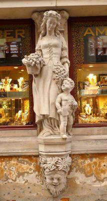 Kamienica Świętojańska 11 rzeźba