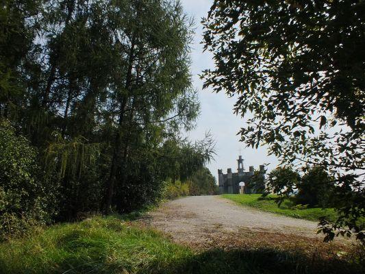 Ruina kaplicy dworskiej 1840 r Morawica 1