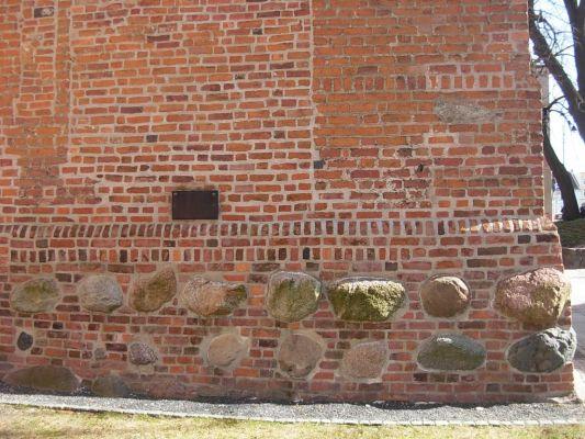 Katedra bydgoska - kamienie chlebowe