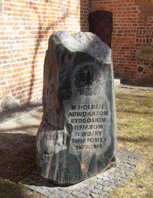 Katedra bydgoska - kamień memorialny adwokaci