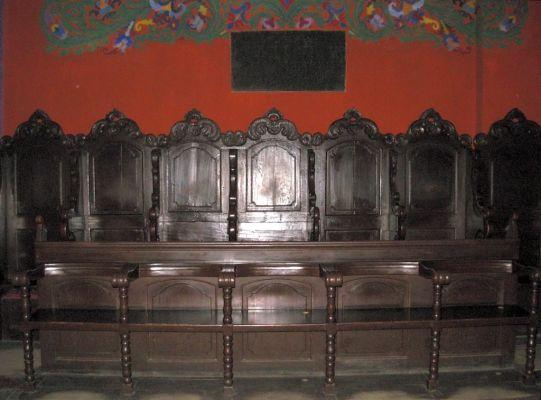 Katedra bydgoska - stalle z tyłu kościoła