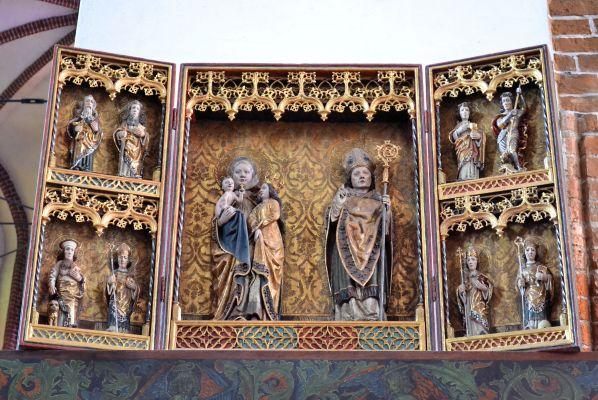 Kolobrzeg katedra oltarz sw Anny Samotrzec i sw Mikolaja